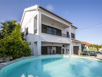 Detached house T4 / Almada, Quintinhas
