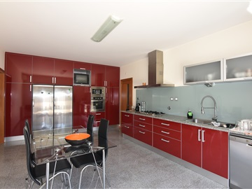 Detached house T4 / Coimbra, Taveiro