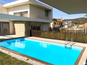 Detached house T4 / Guimarães, Silvares
