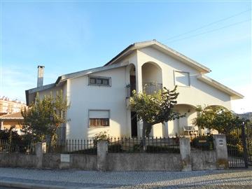Detached house T6 / Castelo Branco, Violetas