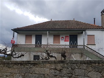 House T3 / Oliveira do Hospital, Lagos da Beira