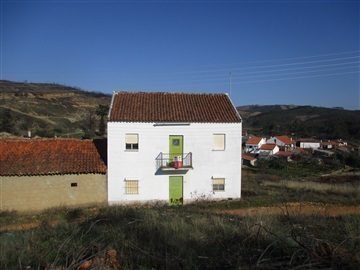 House T5 / Castelo Branco, Maxial do Campo