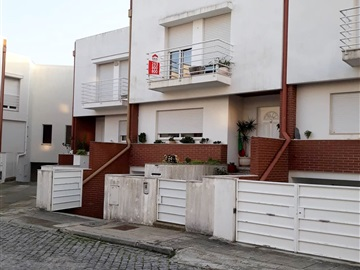 Terraced house T4 / Barcelos, Arcozelo