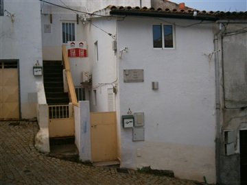 Terraced house T4 / Castelo Branco, Castelo